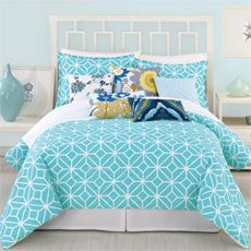 Fresh and modern aqua bedspread/duvet