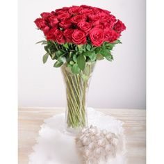 Red roses in a vase, a classic you can't go wrong with on Valentine's Day! Select from 36 or 48 red roses with filler in a clear glass vase. Beautiful Flower Arrangements, Unique Flowers, Beautiful Flowers, Pink Rose Pictures, Red Pictures, Rose Vase, Flower Vases, Bunch Of Red Roses, Rose In A Glass