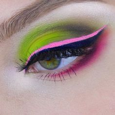 The Neon Mehron Eye by UK #MehronGirl @pennold  using #iNtensePro in #FirePalette #EarthPalette & #PreciousGem #Pearl #MehronMakeup #MehronEye #NeonEyes #MattePigments