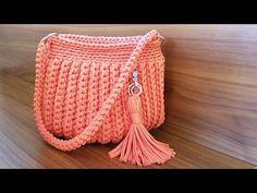 Aprenda a fazer croche de modo simples facil e muito rapido com video aulas passo a passo em português Muster Videos Como fazer bolsa de croche com fio de malha passo a passo: Diy Crochet Tutorial Crochet Tutorial, Crochet Bag Tutorials, Crochet Flower Patterns, Crochet Videos, Diy Tutorial, Flower Crochet, Purse Tutorial, Crochet Projects, Bag Crochet