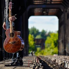 Photoshoot with French Artist Jeremy Laborde by Chantal Fournier on Musician Photography, Band Photography, Outdoor Photography, Vintage Photography, Violin Photography, Photography Training, Guitar Senior Pictures, Guitar Photos, Photography Senior Pictures
