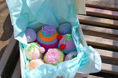 Box of cupcakes (crochet)