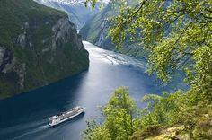 Maak een prachtige 8-daagse cruise langs de mooiste bestemmingen en fjorden van Noorwegen. De cruise vertrekt vanuit de haven van Kiel, in het noorden van Duitsland.