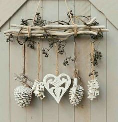 DIY & cottage seasonal decor & beautiful shabby chic Christmas decoration made with branches, pine cones and other natural materials & Love this idea! DIY & cottage seasonal decor & beautiful shabby chic Christmas decoration made w& Noel Christmas, Rustic Christmas, Christmas Wreaths, Cottage Christmas, Apartment Christmas, Christmas Branches, Christmas Island, Driftwood Christmas Tree, Advent Wreaths