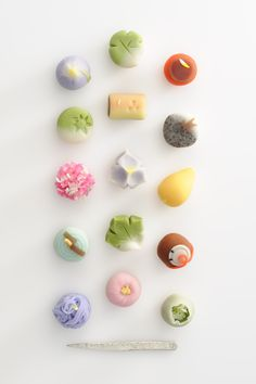 Japanese sweets, Wagashi 和菓子 - i've always wanted to take a wagashi class, i think it'd be so fun! look how pretty these are. Japanese Sweets, Japanese Wagashi, Japanese Candy, Japanese Food, Traditional Japanese, Japanese Colors, Desserts Japonais, Thinking Day, Cute Food