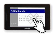 Mittels Touch einen Konferenzraum am digitalen Türschild buchen