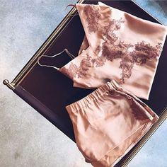 Pour les lendemains de Noël.. top et shorty Soie Belle MAISONLEJABY. Photo par la blogueuse Brefunefille   #lingerie #fashion #maisonlejaby