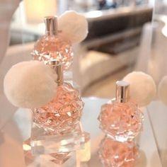 Imagem de ariana grande, ari, and perfume