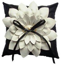 Monochrome flower cushion !