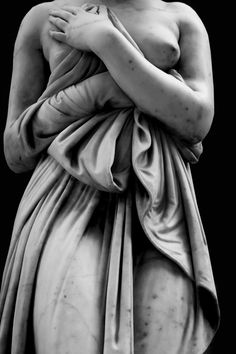 Jamie Beck photographing Greek statues at the Met. Stunning.