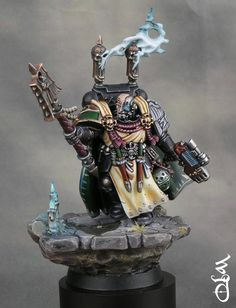 Interrogator Chaplain Seraphicus, 40k Single bronze winner, Golden Demon UK 2012, painted by Wil Davies.
