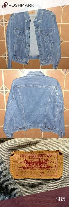 WINTER SALE MEN'S VINTAGE LEVI'S DENIM JACKET True vintage this jacket is from the late 1980's! In perfect condition! No holes, rips, tears, or stains! Hardly ever worn! Size is 40 Reg. Awesome find! Levi's Jackets & Coats
