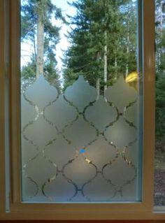 Avec du papier contact, voyez comment créer un effet givré dans vos fenêtres pour 3 X rien ! - Trucs et Astuces - Trucs et Bricolages
