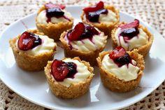 """Diaporama """"Mini-cheesecakes sans cuisson à la cerise"""" - Ajoutez les cerises"""