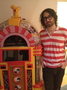 Sean Lennon & a Yellow Submarine jukebox John Lennon, Great Bands, Cool Bands, Yoko Ono, The Fab Four, Yellow Submarine, No One Loves Me, Jukebox, The Beatles