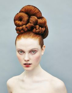 aux rousses の coupe coiffure cheveux haar frisur haircut ginger redhead chignon Crazy Hair, Big Hair, High Fashion Hair, Style Fashion, Fashion Design, Extreme Hair, Editorial Hair, Fantasy Hair, Hair Shows