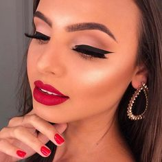 Going Out, Make Up, Lipstick, Fancy, Instagram, Beauty, Makeup Course, Make Up Looks, Lipsticks
