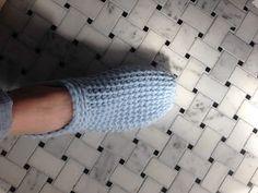 Kriskrafter: Free Crochet Pattern: Ahh Spa Slippers for Women Easy Crochet Slippers, Knit Slippers Free Pattern, Crochet Slipper Pattern, Easy Crochet Blanket, Crochet Shoes, Crochet Squares, Crochet Clothes, Crochet Stitches Free, Crochet Blanket Patterns