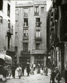 L'antiga plaça de l'Oli, Barcelona, 1908-1913. Autor- Narcís Cuyàs i Parera.jpg
