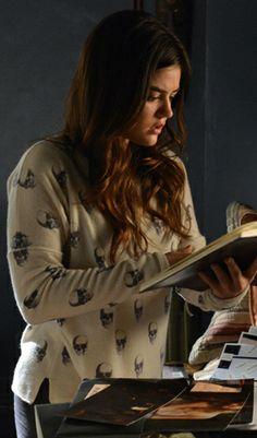 Aria's skull print sweater on Pretty Little Liars.  Outfit Details: http://wornontv.net/27538/ #PrettyLittleLiars