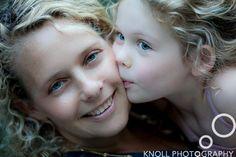 Great family portrait ideas - kisses