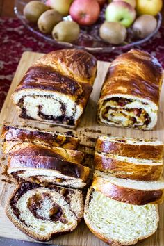 Romanian Traditional Sweet Bread With Walnuts- Cozonac is a recipe that is made every year for the holidays. Flour, sugar, eggs, milk and yeast are the main ingredients. Romanian Desserts, Romanian Food, Easter Recipes, Holiday Recipes, Dessert Recipes, Easter Food, Christmas Recipes, Romanian Recipes, Desert Recipes