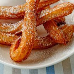 Churros - hiszpańskie pączki. Przepis Ani Starmach Best Dessert Recipes, Sweet Recipes, Cake Recipes, Desserts, Beignets, Recipe Fr, Sweets Cake, Churros, Vegan