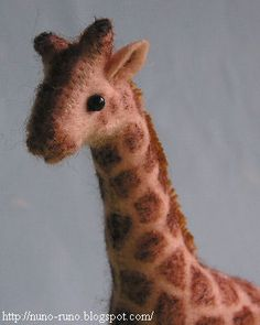 Giraffe- this site is the ultimate for making your own toys http://nuno-runo.blogspot.com/search/label/Stuffed%20toy#