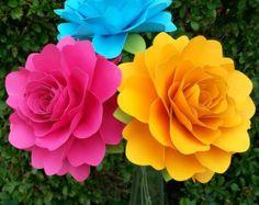 Papel flores cumpleaños decoraciones por morepaperthanshoes