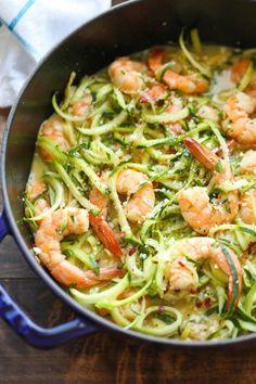 Σπαγγέτι με γαρίδες και κολοκύθι (προετοιμασία 15΄, μαγείρεμα 10΄)  Υλικά για 4 άτομα  1 πακέτο ζυμαρικά, 2 κ.σ. βούτυρο, ½ κιλό γαρίδες