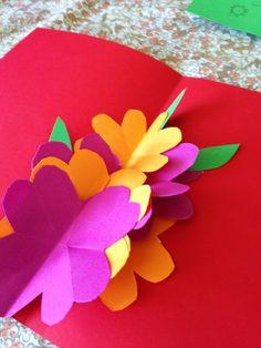 Biglietto pop-up per la festa della mamma http://www.piccolini.it/post/622/biglietto-pop-up-per-la-festa-della-mamma/