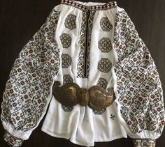Handmade by Caro Birzaianu Ethnic Outfits, Folk Costume, Ethnic Fashion, Traditional Art, Dressmaking, Hand Embroidery, Textiles, The Incredibles, Blouse