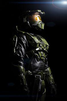 Master Chief from Halo Series - Comicpalooza 2013 Master Chief And Cortana, Halo Master Chief, Halo Game, Halo 3, Gi Joe, Halo Cosplay, Halo Armor, Halo Series, Halo Reach