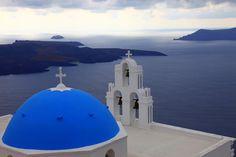 The blue domes of Santorini (Σαντορίνη)