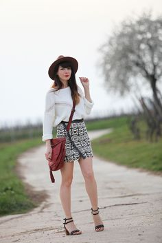 Hat + aztec skirt + white jumper #Fashion #fashionblogger