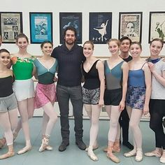 "115 Me gusta, 1 comentarios - Henry Cavill Org (@henrycavillorg) en Instagram: ""Henry Cavill poses with @rwballet and @rwbschool today in Winnipeg. Lucky dancers! #balletFTW…"""