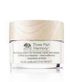 Three Part Harmony™  von Origins wirkt wie ein natürlicher Muntermacher. Wie ein kleiner Wecker für zeitlose Schönheit. Drei pflanzliche Wirkstoffe für drei entscheidende Prozesse in der Haut: Renewal, Repair und Radiance. Für optimale Zellenergie, Reparatur und Ausstrahlung. Gesehen um  € 76,-.