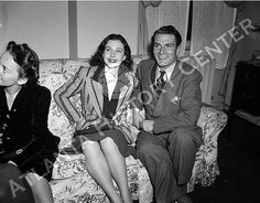 Olivia de Havilland, Vivien leigh and Laurence Olivier in Atlanta for the premiere of Gone With the Wind. December, 1939