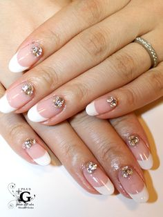 Simple french nails with cristal Swarovski.