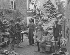 US Soldiers Celebrate with French Civilians St Lo Normandy 1944 D Day Normandy, Normandy Beach, Normandy France, History Online, Women In History, Ww2 History, St Lo, Mind Blowing Images, Ww2 Pictures