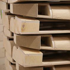 TEHDÄÄN HYVIN | HANDMADE QUALITY Työvaihe: Käsinojien valmistus | Craft: Armrest production Tuotantolinja: Sohvat | Production line: Sofas  #pohjanmaan #pohjanmaankaluste #käsintehty