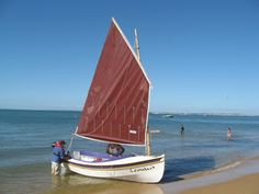 Houdini by John Welsford (LOA: m). Serious, a sailing dinghy with space to sleep two or daysail four. Specs, plans, building logs, photo and video gallery. Sailing Dinghy, Sailing Boat, Cruise, Photo And Video, Beach, Ships, Sleep, Design, Boats