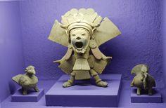Priest with mask depicting Xipe Totec, at the Rufino Tamayo Museum of Pre Hispanic Art in Oaxaca, Mexico Mayan Symbols, Viking Symbols, Egyptian Symbols, Viking Runes, Ancient Symbols, Aztec Religion, Hispanic Art, American Indian Tattoos, Ancient Aztecs