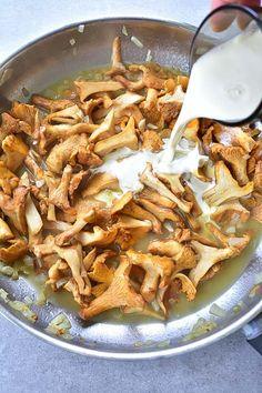 Pasta Pan, Gnocchi Pasta, Ricotta Gnocchi, Chanterelle Mushroom Recipes, Mushroom Sauce, Fried Chicken Breast, Pan Fried Chicken, Chopped Steak, Steak Potatoes