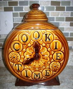 Vintage Cookie Time Clock Cookie Jar made in Japan by Lefton Biscuit Cookies, Yummy Cookies, Antique Cookie Jars, Cookie Time, Time Clock, Snitch, Ceramic Figures, Vintage Cookies, Cookie Monster
