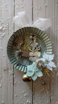 Here are the best Shabby Chic Christmas Decor ideas that'll give your room a romatic touch. From Pink Christmas Tree to Shabby Chic Christmas Ornaments etc Tulle Christmas Trees, Shabby Chic Christmas Decorations, Vintage Christmas Crafts, Christmas Bathroom Decor, Handmade Christmas, Holiday Crafts, Christmas Diy, Christmas Wreaths, Vintage Crafts