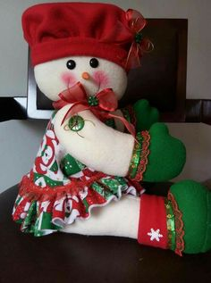 Christmas Stockings, Christmas Wreaths, Christmas Crafts, Christmas Centerpieces, Christmas Decorations, Holiday Decor, Christmas Traditions, Doll Patterns, Snowman