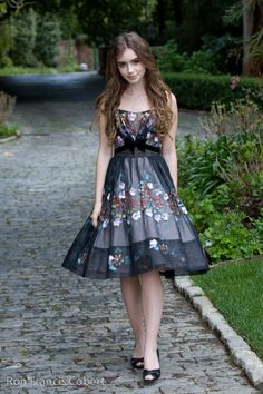 Lily Collins in a gorgeous, feminine dress. I would feel so girly and pretty wearing this. <3 <3 <3