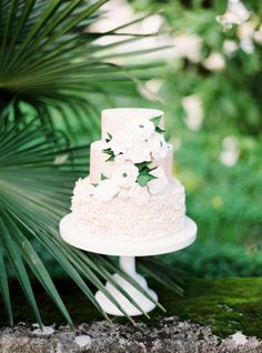 Ruffles and fondant flowers: http://www.stylemepretty.com/little-black-book-blog/2015/05/18/organic-seaside-wedding-inspiration/ | Photography: Brancoprata - http://www.brancoprata.com/