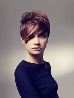 Trendy Hair Highlights Ideas 2012 - Turn on the glam diva charm and opt for one of these trendy hair highlights ideas for a sophisticated and versatile look. Multi-tonal hair is back in a big way! Short Straight Hair, Short Hair Cuts For Women, Thick Hair, Oval Face Hairstyles, Trendy Hairstyles, Short Haircuts, Straight Hairstyles, Highlighted Hairstyles, Popular Hairstyles